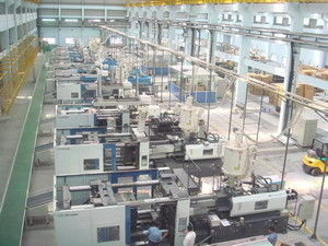 High Efficiency Injection Molding Equipment / Machine Central Feeding System